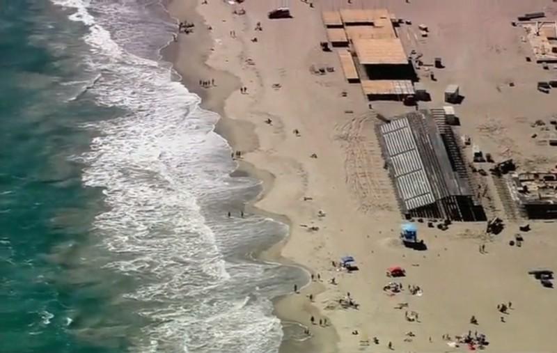 Казалось, атака акулы испортила семье отпуск. А на самом деле она спасла отцу жизнь