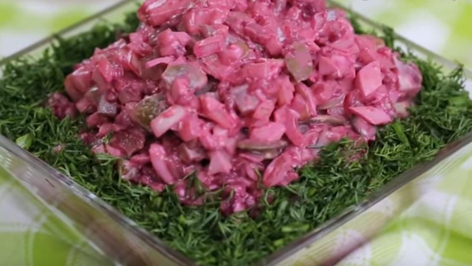 """Салат """"Свеклуша"""" - прекрасное дополнение к ужину"""