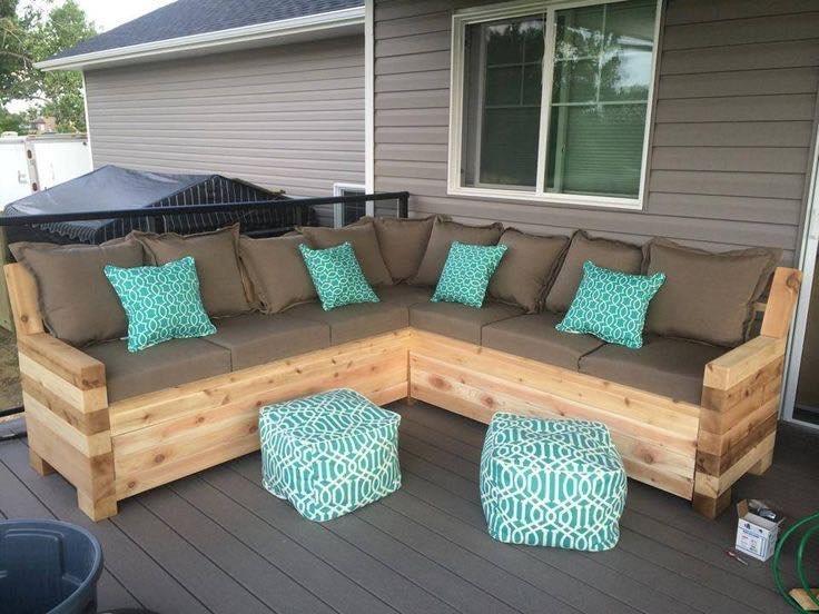 Уголок с мягкими сиденьями