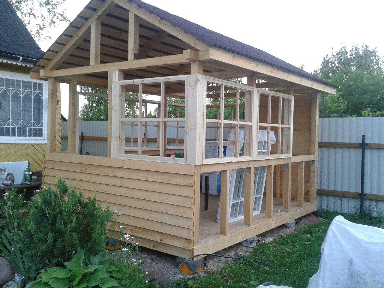 Как построить недорогой летний домик своими руками
