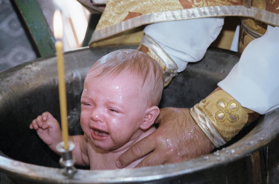 Священник ударил девочку гол…