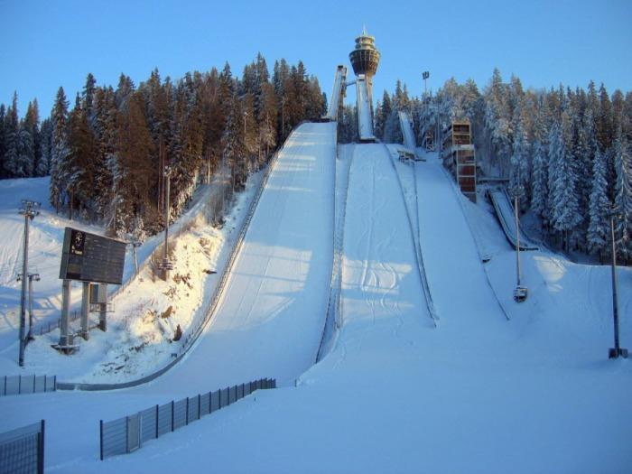 Лыжный трамплин в горной Лапландии.