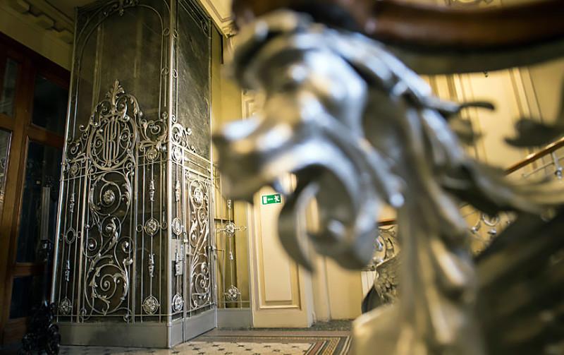 Дореволюционные лифты в Санкт-Петербурге в наше время