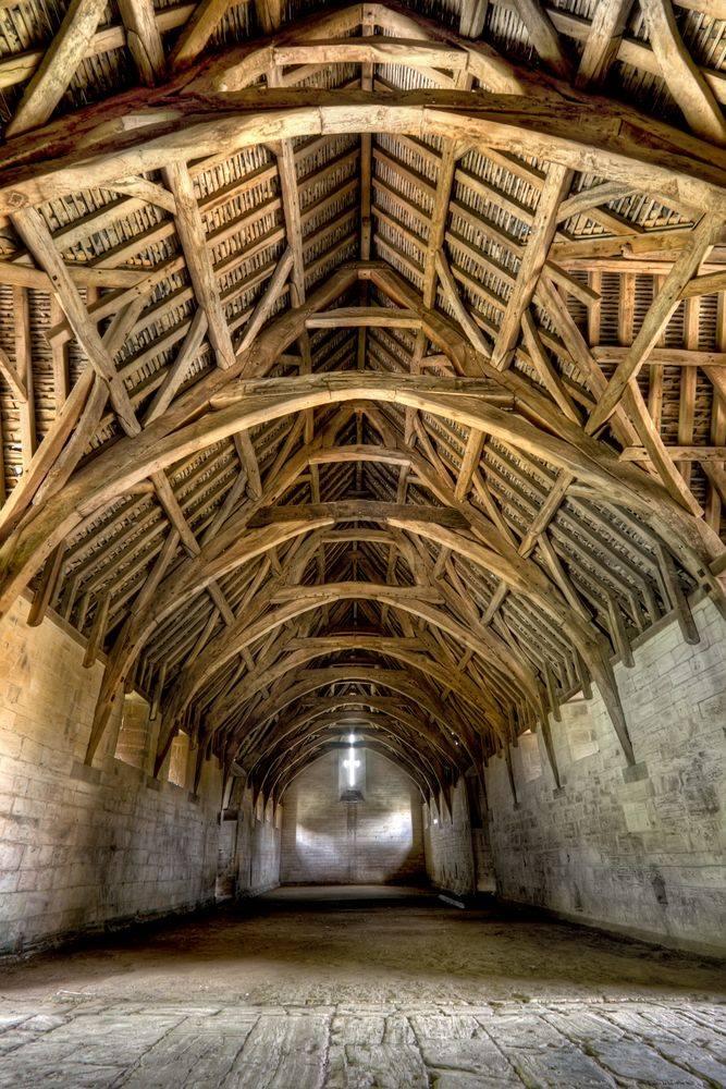 Так выглядит сохранившийся до наших дней средневековый амбар для хранения церковной десятины.
