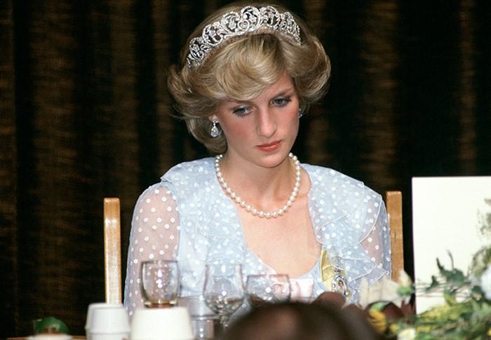 Несвятая Диана: 6 роковых ошибок принцессы Уэльской, отразившихся на чести королевской семьи