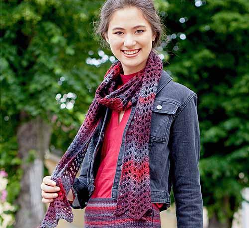 Ажурный шарф с зубчатым краем