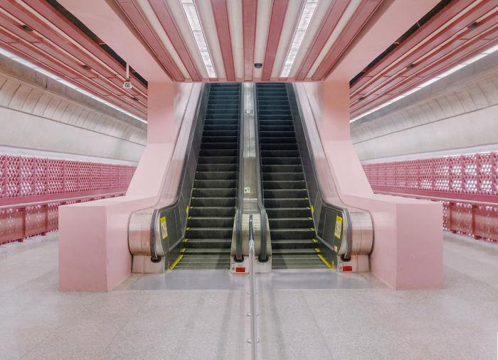 """Люди делятся фотографиями реальных мест, которые выглядят как декорации к фильму «Отель """"Гранд Будапешт""""»"""
