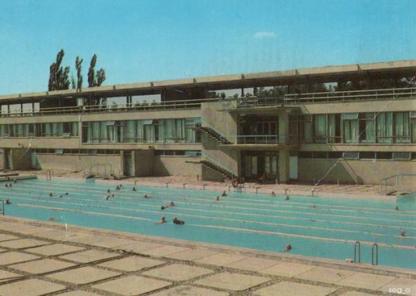 Зимний плавательный бассейн …