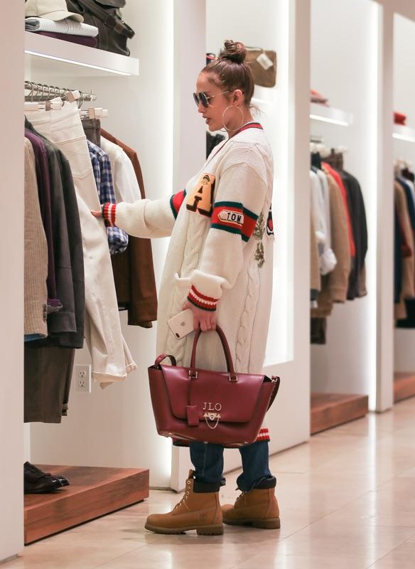 Модные сумки зимы: 5 стильных фасонов, которые выбирают звезды