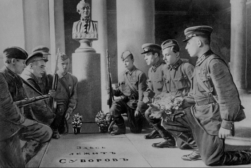 """"""" А в день Победы сходим с пъедесталов, и в окнах свет покуда не погас, мы все от рядовых, до генералов, находимся незримо среди вас...."""""""