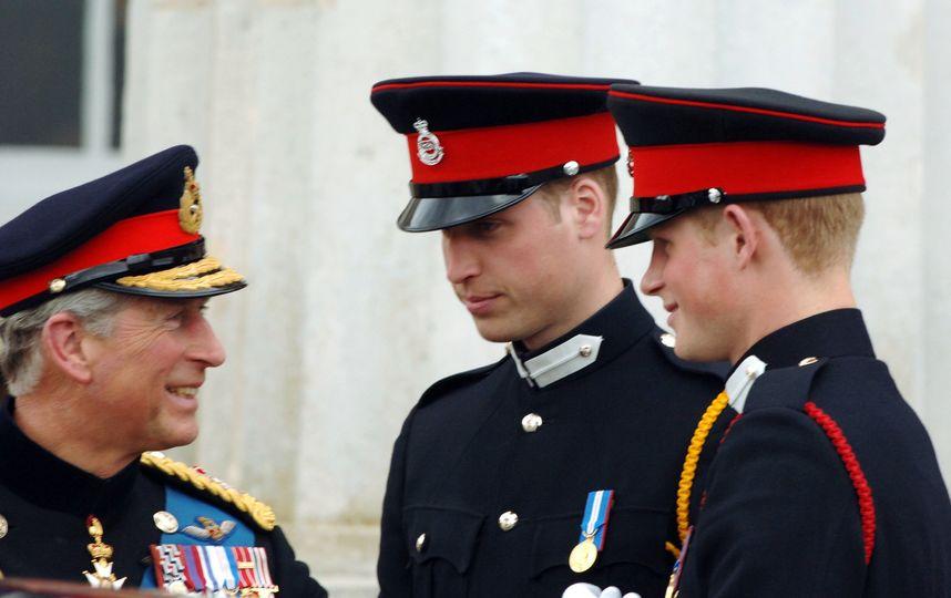 Портрет принца Чарльза с сыновьями выпустили на марке