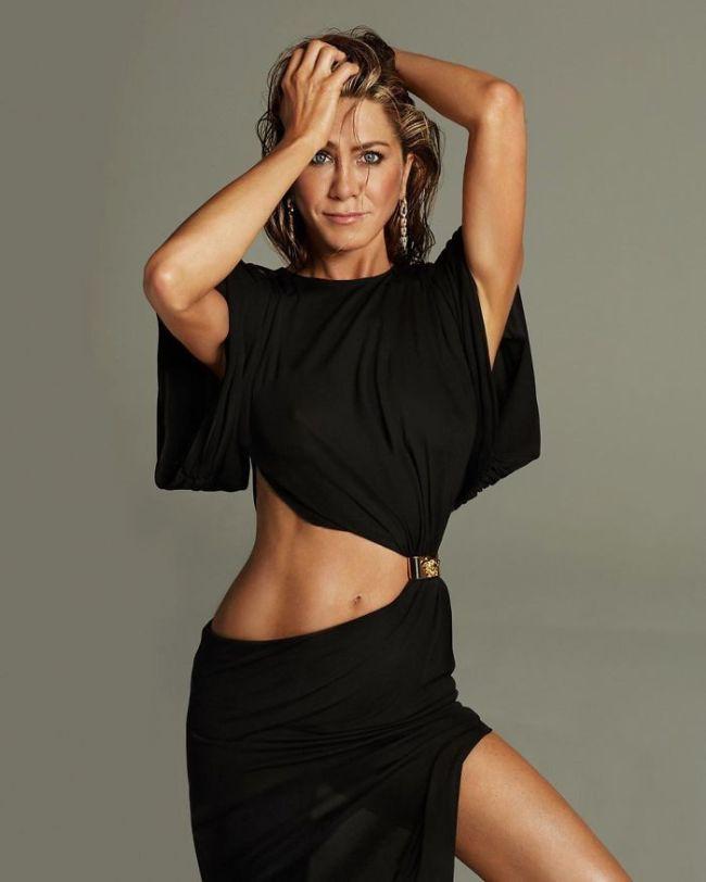 Дженнифер Энистон — 51 год. Но вы только на неё посмотрите!