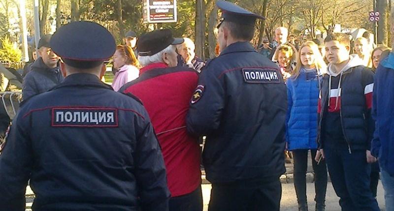 Первого президента Крыма зад…