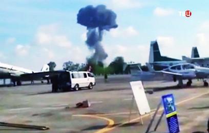 Боевой истребитель разбился во время авиашоу для детей в Таиланде