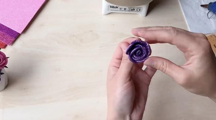 Фоамиран — отличный материал для создания изящных, красивых вещиц