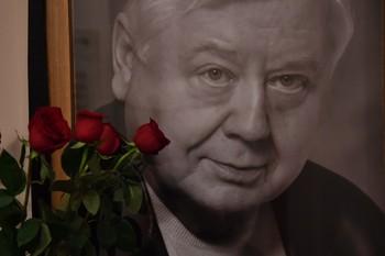 Олег Табаков получил награду ММКФ посмертно