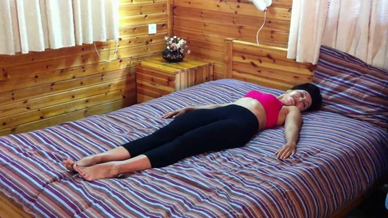 Не вставая с постели: пять несложных упражнений для поясницы, которые сделают ваш день