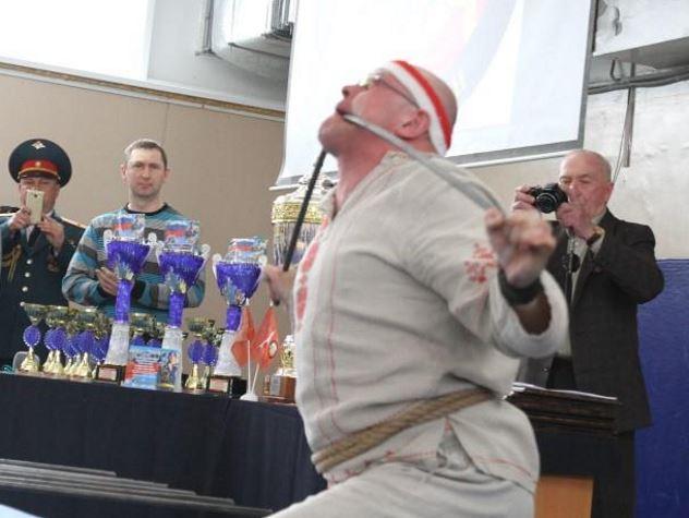 Согнувший арматуру во рту россиянин попал в Книгу рекордов Гиннесса