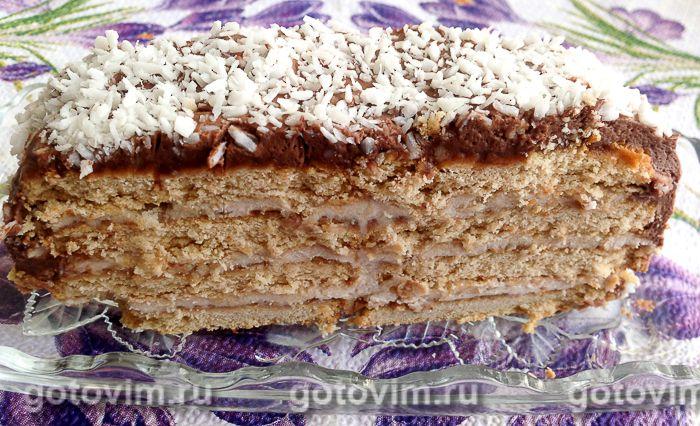 Творожно-банановый торт из печенья без выпечки