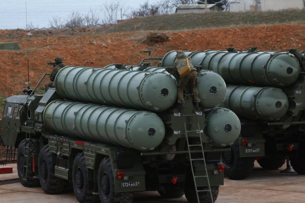 Дивизион С-400 заступил на дежурство в Крыму у границы с Украиной
