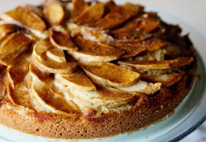 Открытый немецкий пирог с яблоками