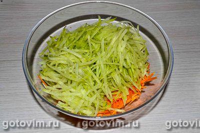 Салат из зеленой редьки с мясом и яичными блинчиками, Шаг 05
