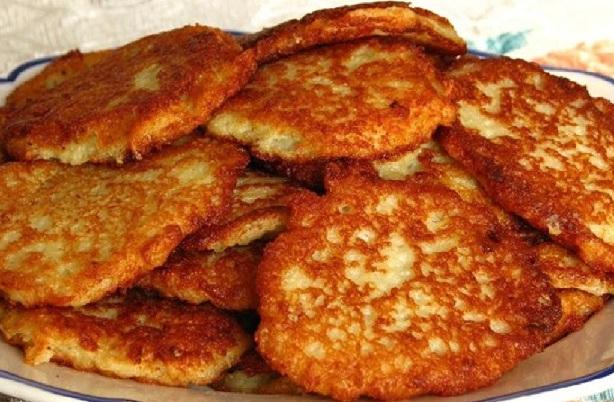 Классические картофельные оладьи с луком