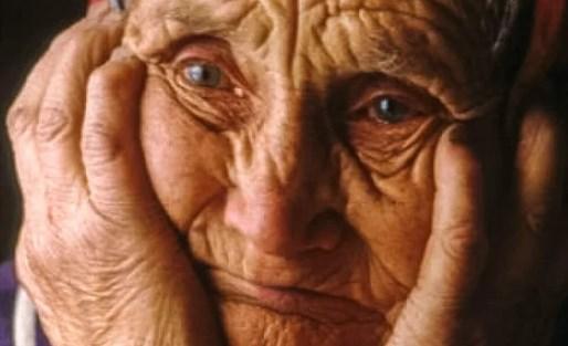 Сын отдал маму в дом престарелых, но её последние слова, перевернули всю его жизнь