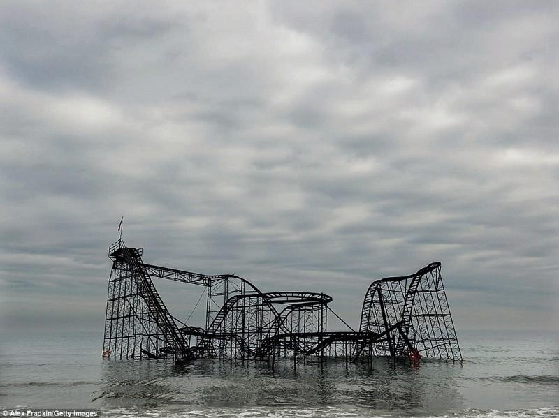Ускользающая красота: затонувшие аттракционы, старые поезда и заброшенные гостиницы заброшенные здания, заброшенные места