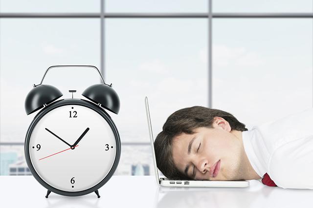 Без сна и отдыха. Почему не проходит хроническая усталость