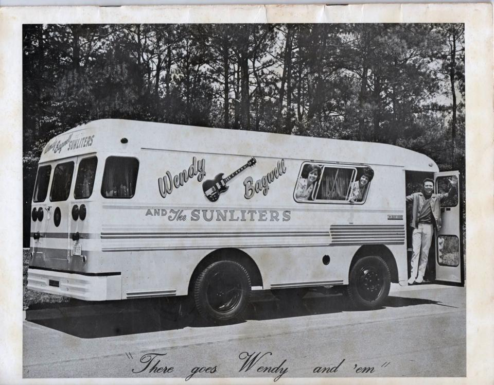 wendy bagwells tour bus