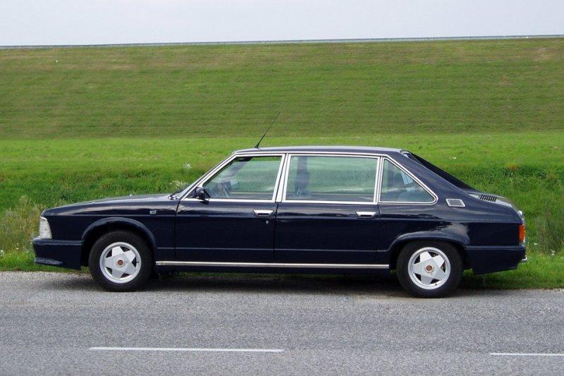За время своего существования, с 1974 по 1996 год, у модели 613 появилось восемь модификаций в различных кузовах. заднемоторная компоновка, седан