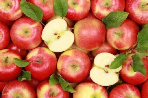 Названы болезни, от которых уберегут яблоки