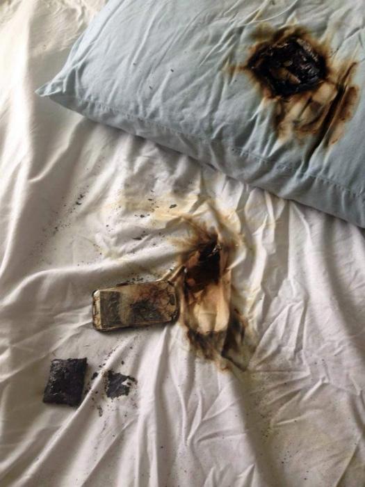 Привычка держать телефон под подушкой.