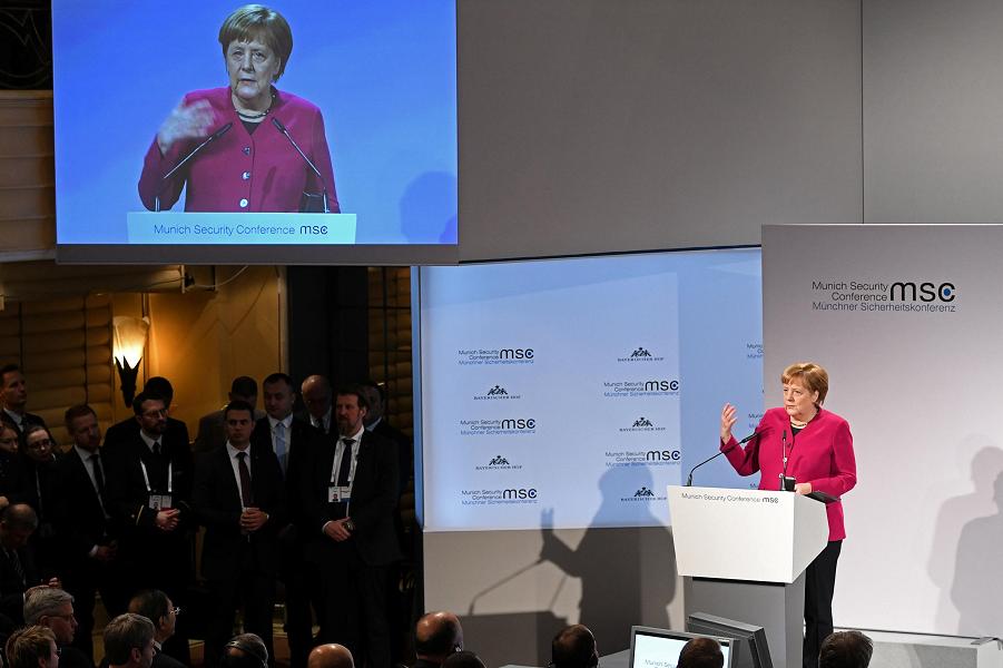 Не верит канцлер Германии Меркель в российскую угрозу. Не верит и не боится!