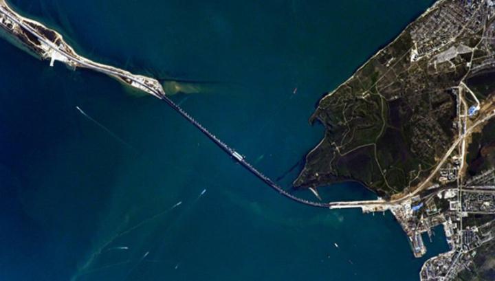Крымский мост сфотографировали из космоса.