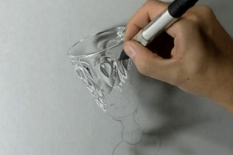 То, что делает этот парень с помощью обычной ручки и карандаша, заставляет восхищаться его талантом!
