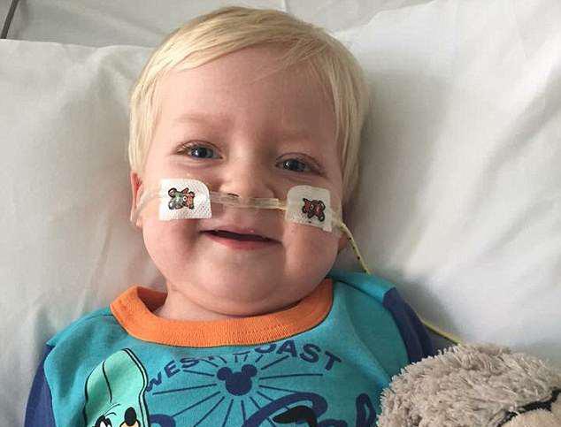 «Он очнулся!» Неизлечимо больного ребенка отключили от системы жизнеобеспечения, и случилось чудо