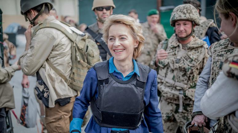 В отличии от России министр обороны Германии гадит розами