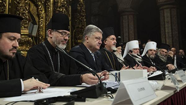 «И здесь место себе купил»: В Сети высмеяли фотографию Порошенко с киевского «собора»