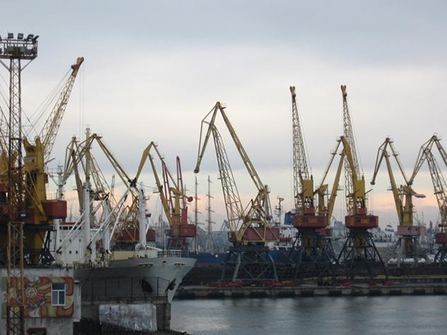 Корабль с углем из США повредил порт в Одессе