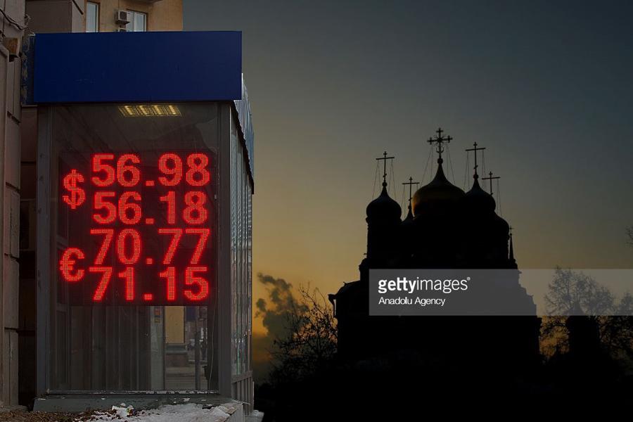 О твёрдой вере в слабый рубль и другие мифы путинской России