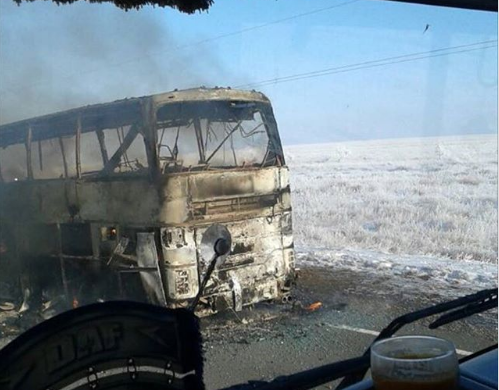 Появились видео со сгоревшим в Казахстане автобусом