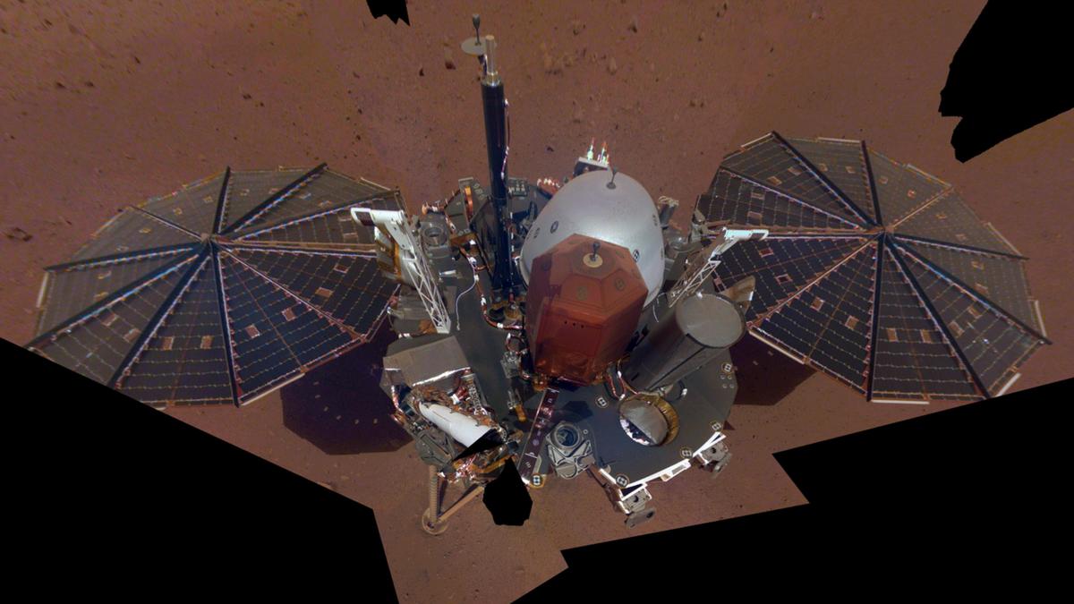 Спутник NASA прислал снимок нового аппарата на Марсе
