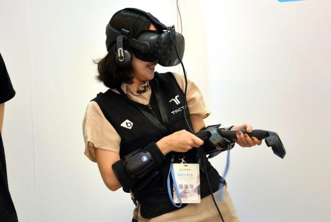 bHaptics' TactSuit — новый тактильный костюм для виртуальной реальности