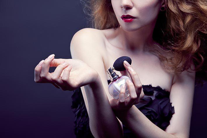Хитрости обольщения: 6 секретов женщин которые всегда соблазнительно пахнут
