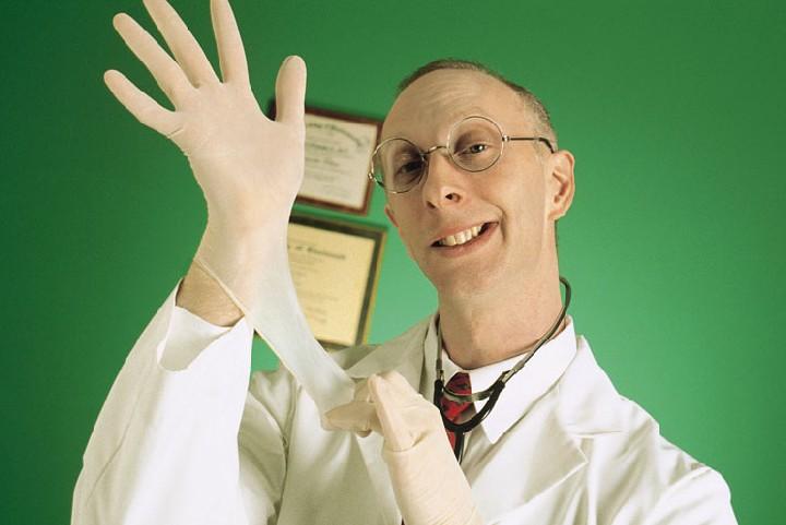 В больнице у нас работал хирург-проктолог, страстный кошатник по-совместительству...