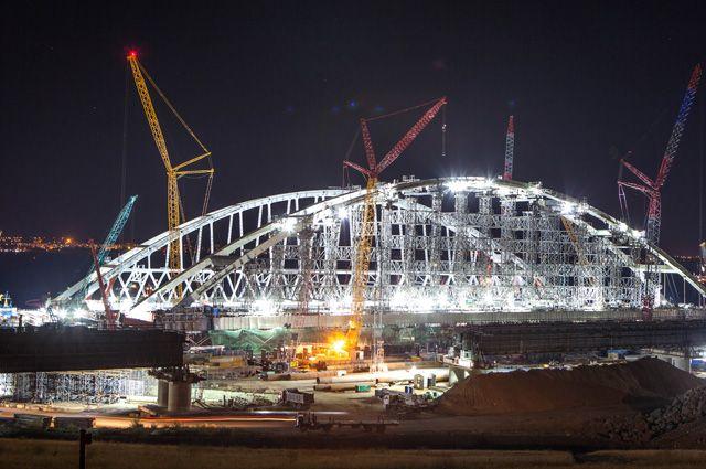 Строители забили все сваи для автомобильной части Крымского моста