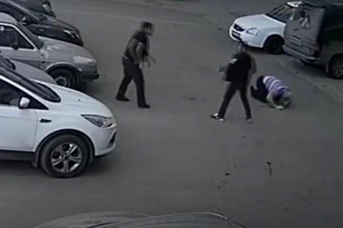 В Кирове трое мужчин жестоко…