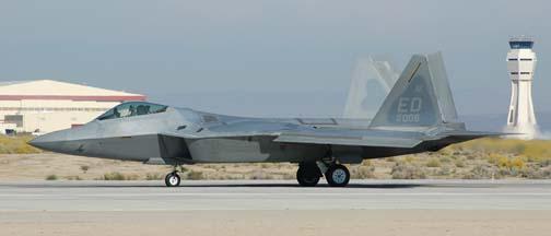 Прототип истребителя F-22 сделают боевым самолетом